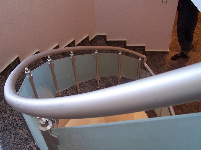 alüminyum camlı bükümlü merdiven korkuluk