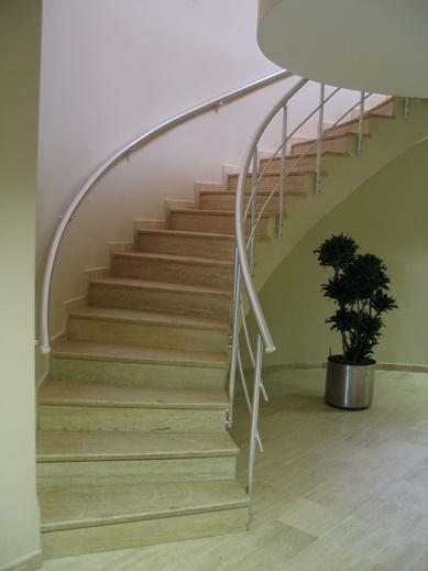 bükümlü merdiven ve duvar korkuluk
