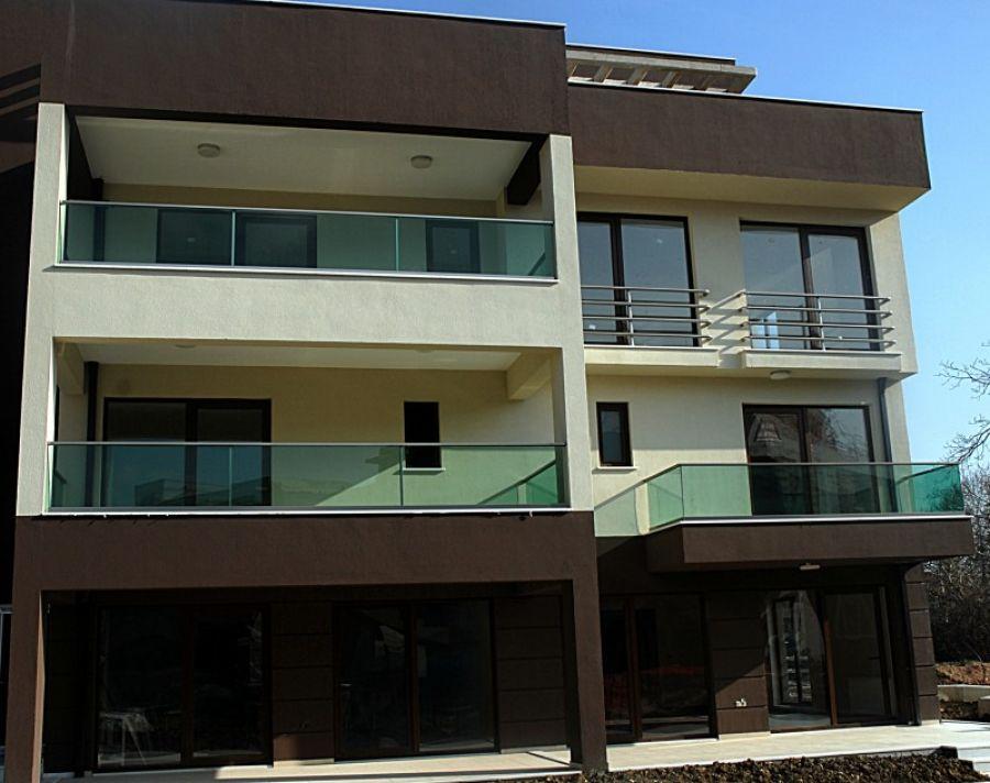 alüminyum yataklı camlı balkon korkuluk modeli