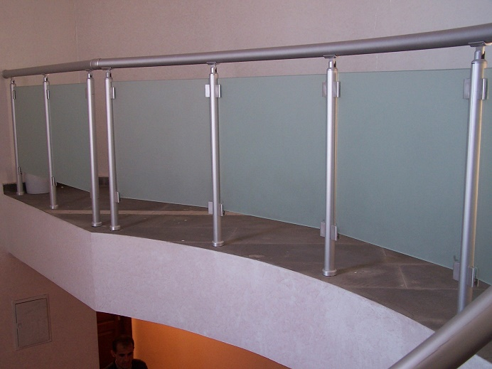 alüminyum dikmeli camlı merdiven ve galeri küpeşteleri