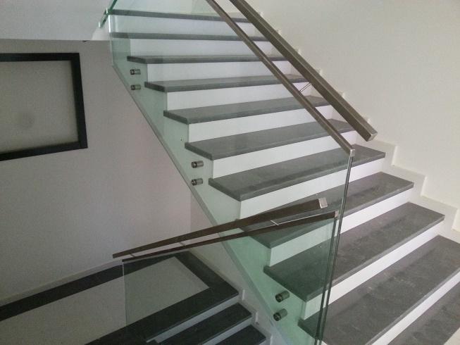 spider tutamaklı camlı merdiven korkuluk