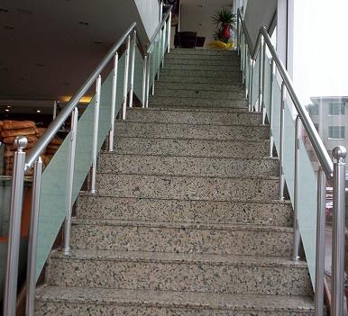 alüminyum dikmeli camlı merdiven küpeşte