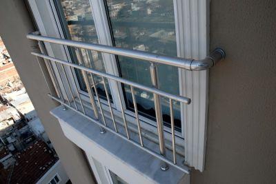 alüminyum dikey çubuklu fransız balkon korkuluk küpeşte